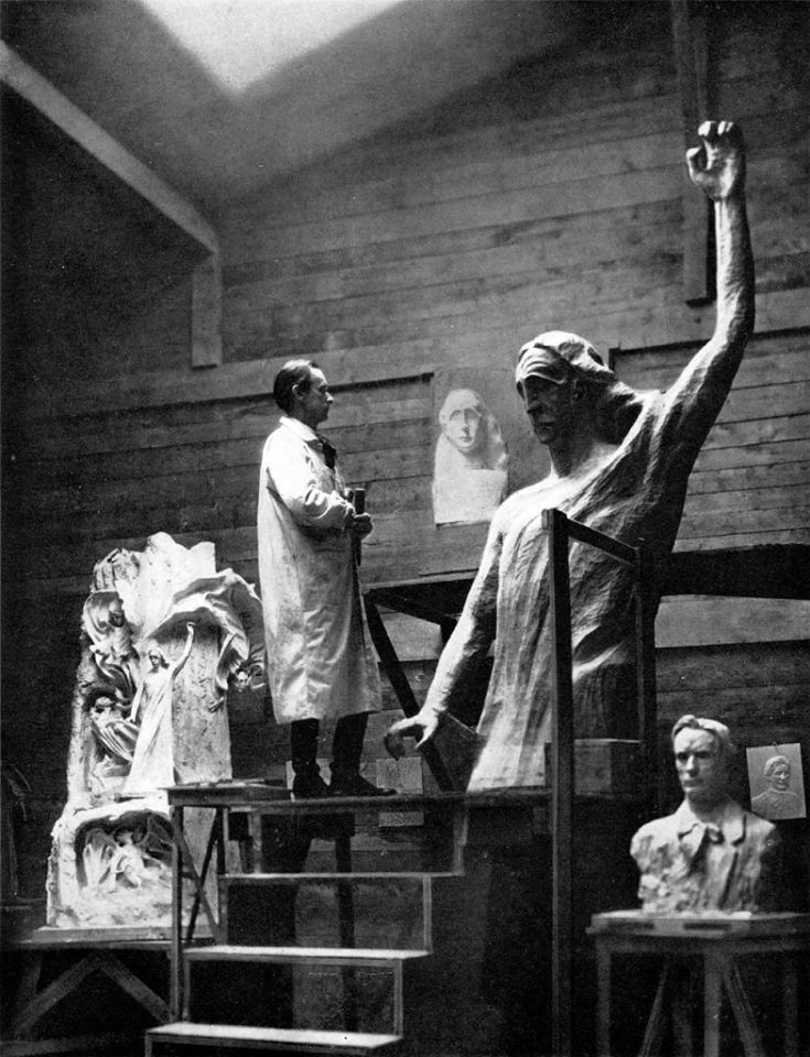 Steiner sculpting the Representative of Humanity together with Edith Maryon, prominent member of the Stella Matutina.